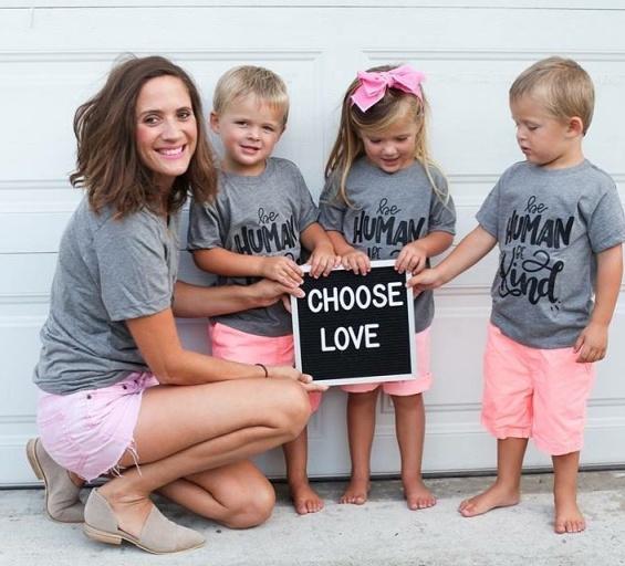 Мајка на тројка го покажа збрчканиот стомак и сподели инспиративна порака до сите жени