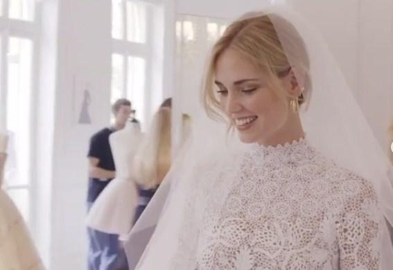 Свадбата на славната блогерка ја засени и онаа, кралската на принцот Хари и Меган Маркл (ФОТО)