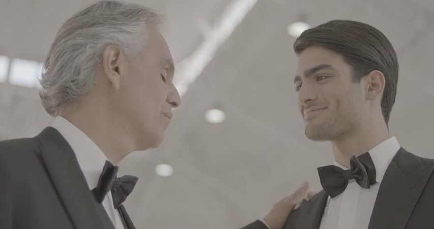 """Андреа Бочели за прв пат запеа во дует со својот син Матео – """"Fall On Me"""" (ВИДЕО)"""