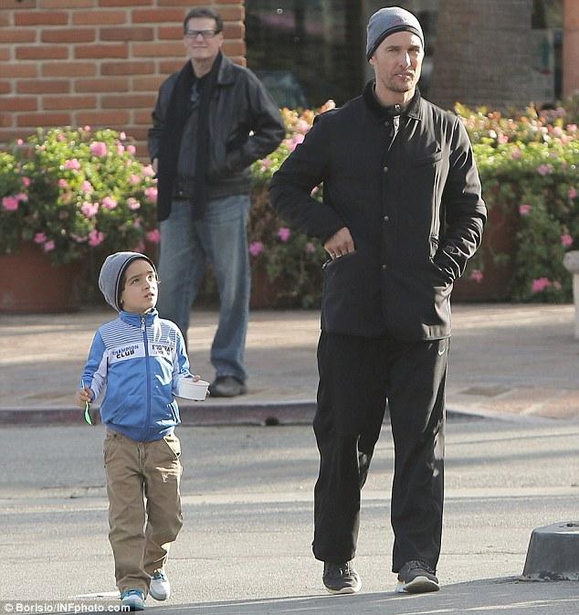 Метју Меконахи го спасил својот син од голема незгода