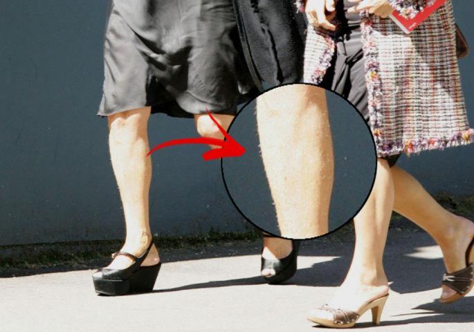 Сопругата на славниот холивудски актер се прошета со влакна на нозете (фото)