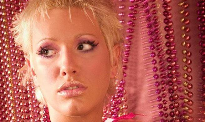 Ретро фотографија стара 14 години: Ќе препознаете ли која пејачка е на фотографијата?