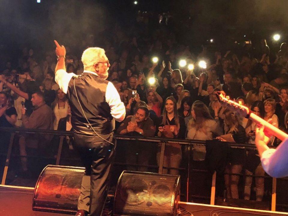 Жељко Самарџиќ настапи со најмладата ќерка на концерт во Сиднеј (видео)