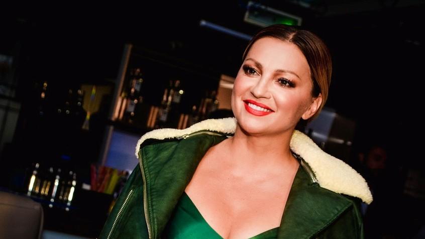 Не знае за модна грешка: Нина Бадриќ уште еднаш покажа дека е дама со стил (фото)