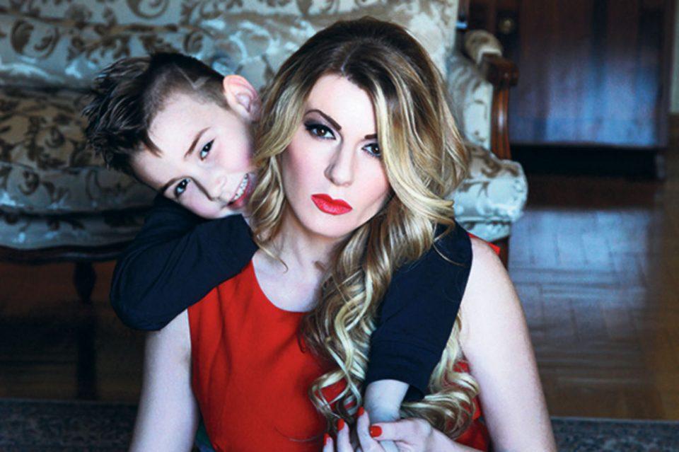 """Вики Миљковиќ мина низ семејна драма, а денес има вистинска причина за среќа: """"Мамо, јас не можам да одам!"""" (ФОТО)"""