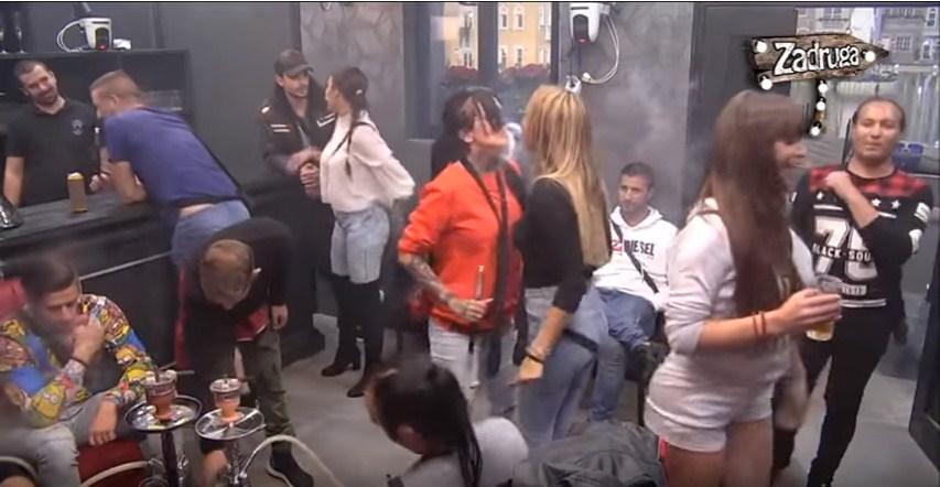 """Журка во Задруга 2: Луна и Јелена Круниќ изведоа """"валкан танц"""" на песната на Кија, па за малку што не се """"залапаа"""" (ВИДЕО)"""