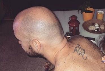 На Андреј – ДНК таа му е најмила и само таа знае како… да го тетовира (ФОТО)
