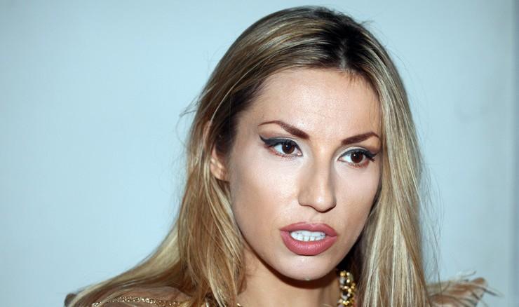 Ја прашаа Рада Манојловиќ дали се уште е во врска, еве го нејзиниот одговор