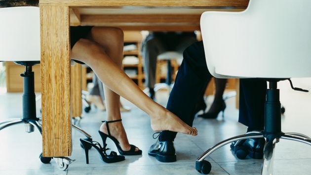 Љубовните врски на работно место стануваат табу тема