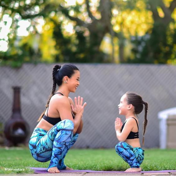 Каква мајка, таква ќерка: Обожавателка на јога има неодолива наследничка – малечката ќерка
