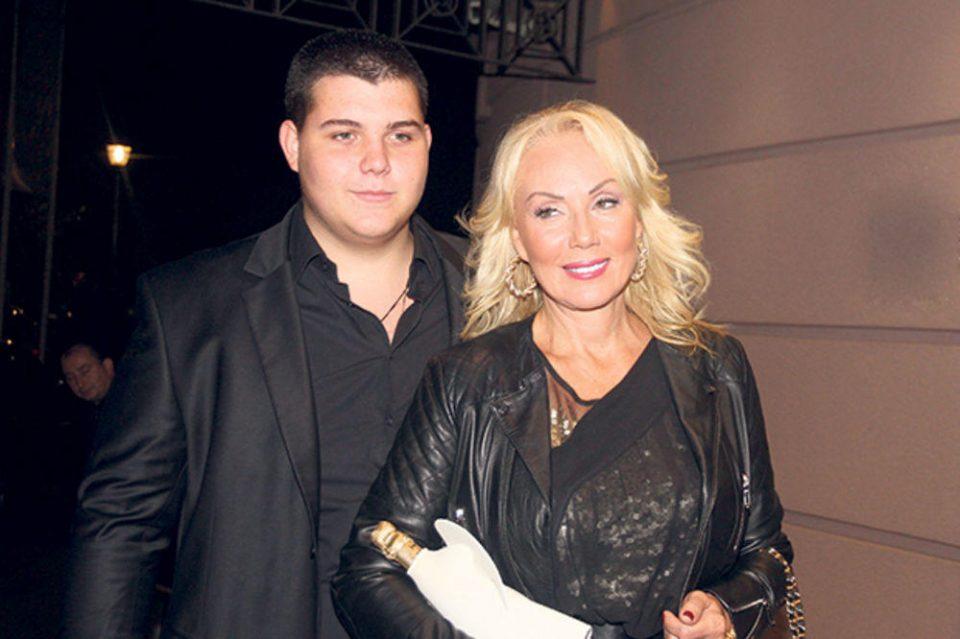 Нов љубовен пар: Помалиот син на Лепа Брена е во врска со ќерката на познатиот пејач?