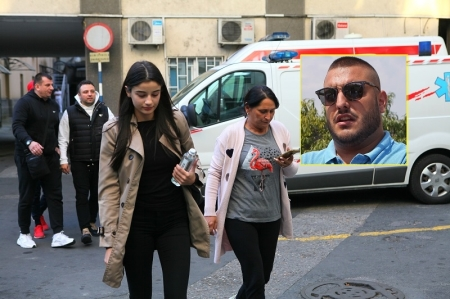 Мајката на Дарко Лазиќ во солзи: Пејачот може да го изгуби помнењето