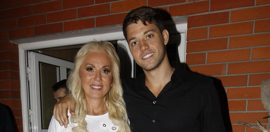 Синот на Лепа Брена откри дека редовно посетува пластичен хирург