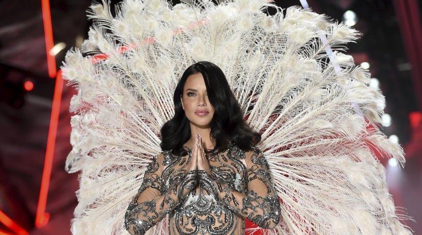 """Адријана Лима за последен пат се прошета како """"Ангел на Викторија Сикрет"""""""