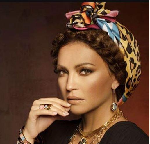Опасно згодна: Нина Бадриќ во нова модна комбинација го покажа деколтето (фото)