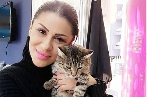 Српската фолкерка јавноста ја знае како Мина Костиќ, но ова е нејзиното вистинско име и потекло (ФОТО)