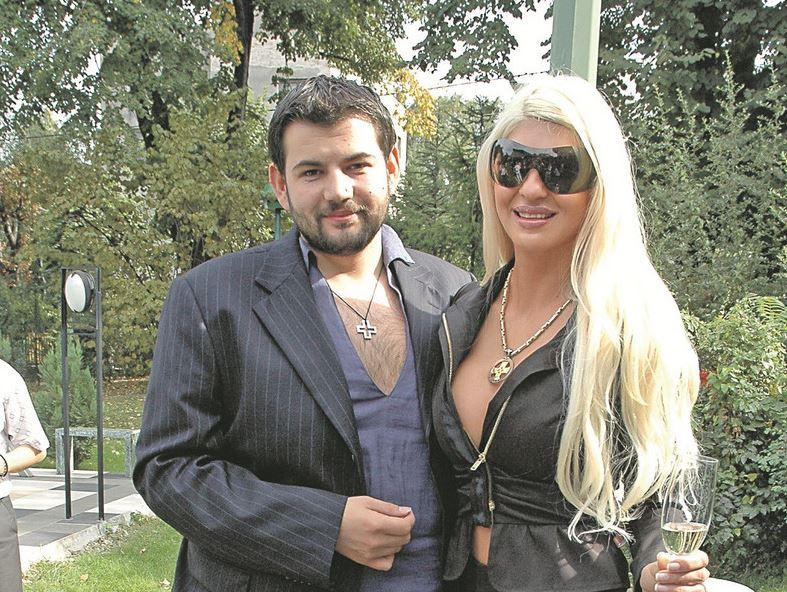 Јелена Карлеуша беше три месеци во брак со Бојан Кариќ, а вака изгледа неговата сегашна сопруга Маша (фото)