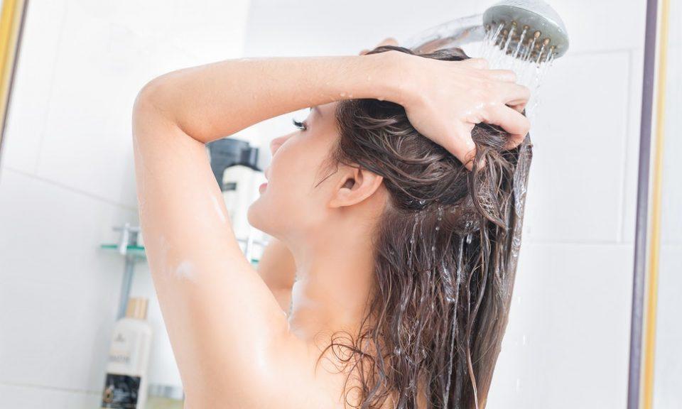 Секојдневното туширање е штетно по здравјето