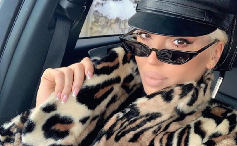 Иако е милионерка Јелена Карлеуша сама пазари во маркет и носи кеси (фото)