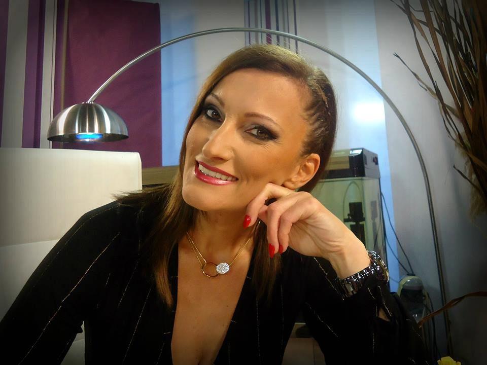 Сузана Турунџиева со оригинална честитка за Божиќните празници (видео)