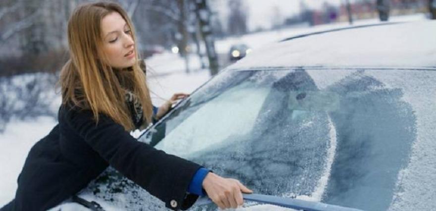 Совети како да го одмрзнете замрзнатиот автомобил наутро