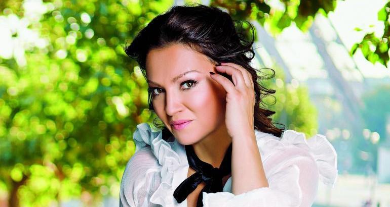 Ја споредија со Моника Белучи: Вака изгледа Нина Бадриќ без грам шминка (фото)