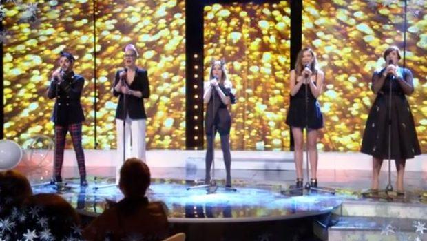 """Во новогодишното шоу на МТВ, Каролина, Тијана, Јелена, Васил и Вера вака ја отпејаа – """"Во коси да ти спијам"""" (ВИДЕО)"""