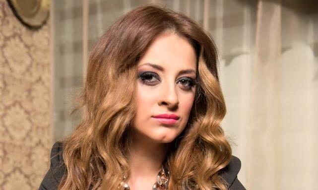 Мајката на Анета Молика проговори за детството на познатата пејачка