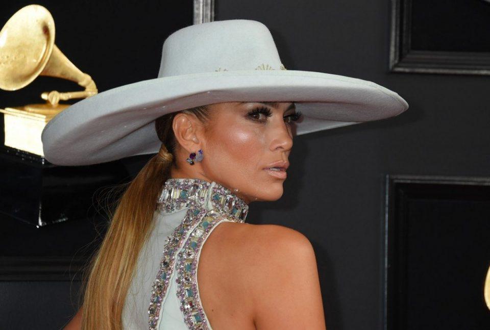 """Џенифер Лопез модно си поигра, па заврши на листата на најлошо облечените на """"Греми"""" (фото)"""