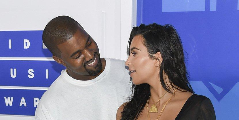 """Ким Кардашијан и Кање Вест на романтична вечера пристигнале во """"машина"""" од 200 000 евра"""
