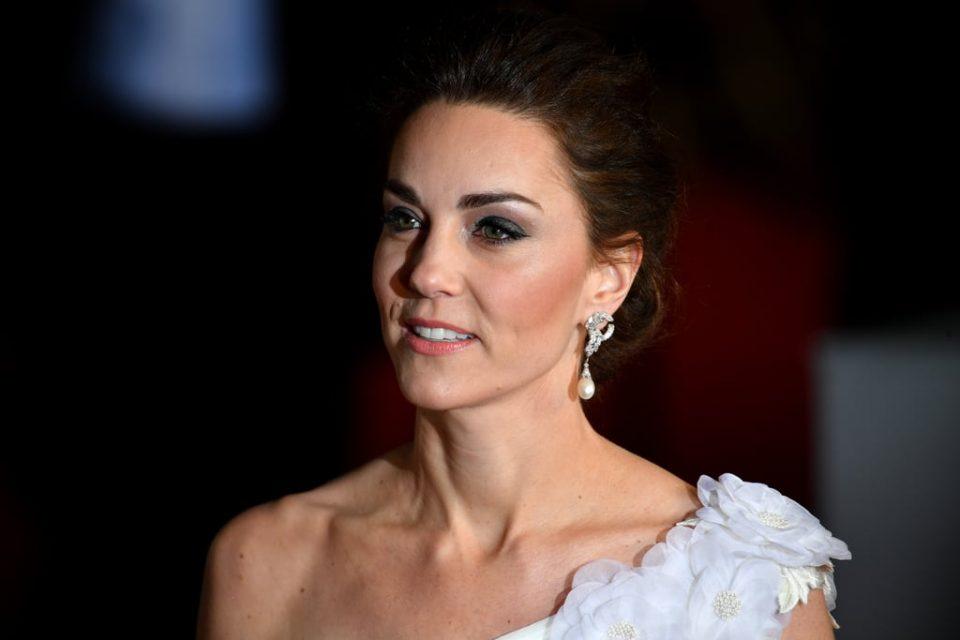 Сите ја голтаа со поглед: Кејт Мидлтон во фустан како венчаница и со накитот на принцезата Дајана (фото)