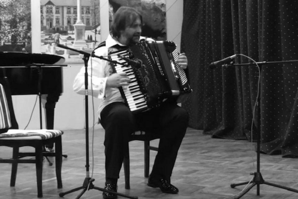 Естрадата во тага: Почина најпрочуениот српски хармоникаш