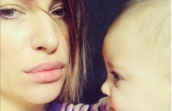 Манекенката и топ модел Цеце (Орешкова) Георгиев и ја одбра професијата на 6 месечната ќеркичка: На коњ или на писта? (ФОТО)