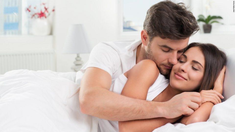 Бегање од рутината: Сексот е подобар во хотелска соба отколку дома!