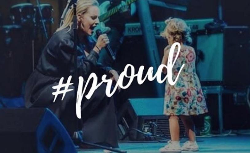 """Ќе биде пејачка на мама: Хана на Тамара за првпат на микрофон ја запеа """"Тажна љубов, среќна песна""""(видео)"""
