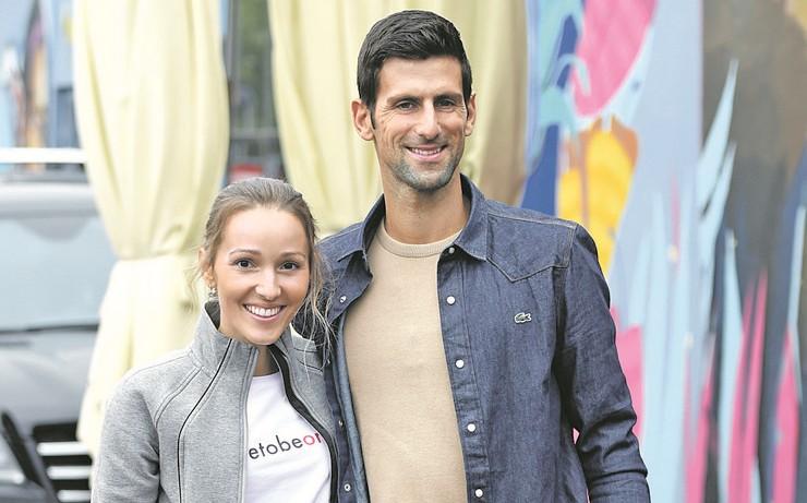 Јелена Ѓоковиќ откри зошто не оди на сите натпревари на Новак