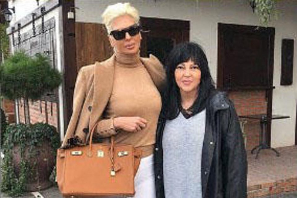 Тага и болка во домот на познатата пејачка: Почина мајката на Јелена Карлеуша