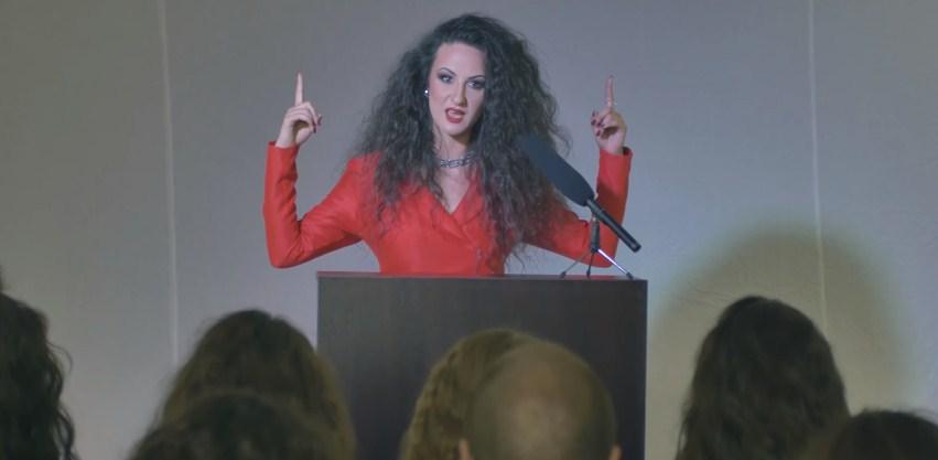 Битолската џез пејачка Стефанија сними видео со кое и ги отвори очите на јавноста: Навидум поразлични, а всушност толку исти! (ВИДЕО)