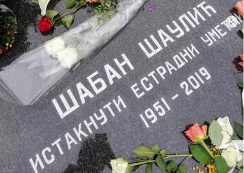 На саботната Задушница на гробот на Шабан Шаулиќ осамна необично нешто (ФОТО)
