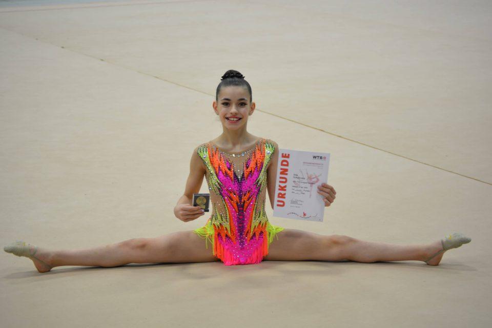 """Илина Соколовска ниже успеси: """"Малата принцеза"""" во полуфинале на првенството на Германија во ритмичка гимнастика"""