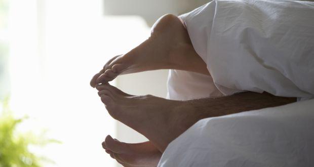 13 мажи одговараат: Што сакаат најмногу да носи девојката во кревет?