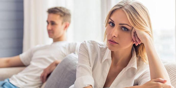 Пет знаци дека со партнерот се однесувате како да сте му мајка