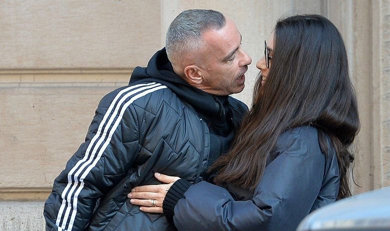 Ерос Рамацоти навали среде улица: Неговата 25 години помлада сопруга мораше да се предаде (фото)
