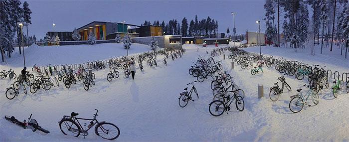 Децата во Финска возат велосипеди и на -17 степени