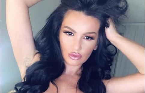 Беше учителка и бивша полицајка, па српската пејачка сега ја обвинуваат дека е и естрадна проститутка?! (ФОТО)