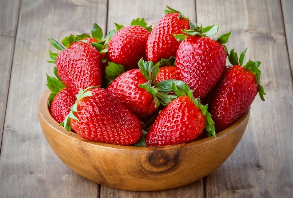Нема да ви падне на памет да јадете јагоди пред да ги измиете- ова го има во нивните дупчиња