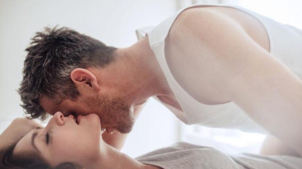 Секс со славна личност или со поранешниот партнер: Еве што значат 5-те најчести еротски соништа