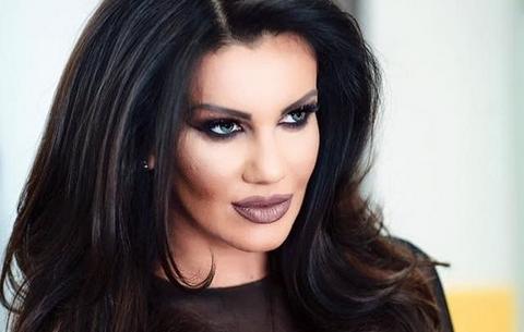 Танга бакшиш: На српската пејачка за време на настапот парите и ги ставаа во гаќичките (ВИДЕО)