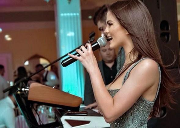 Милица Павловиќ е божица на добриот провод: Пееше на свадба кај колешката па направи вистинска лудница! (ФОТО)