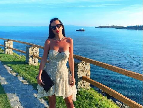 Анастасија Ражнатовиќ по провокативното бикини, облече нов танга костим и заврцка со задникот (фото)